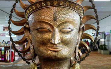 1 Escultura de Surya o Deus do Sol e a Luz. Creative Commons